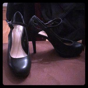 Shoes - Macy's Size 7 black heels